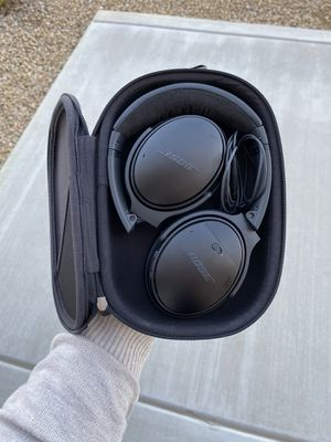 BOSE WIRELESS HEADPHONES W/ CHARGER + AUDIO CABLE + CASE for Sale in Phoenix, AZ