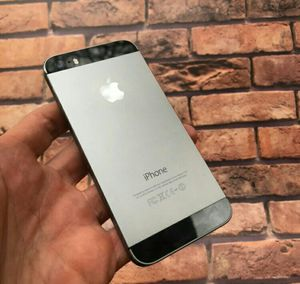 IPhone 5 S , UNLOCKED . Excellent Condition ( as like New) for Sale in Fort Belvoir, VA