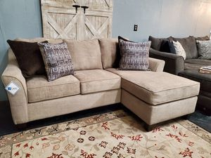 New Lane Sofa w/ Reversible Chaise for Sale in Boiling Springs, SC