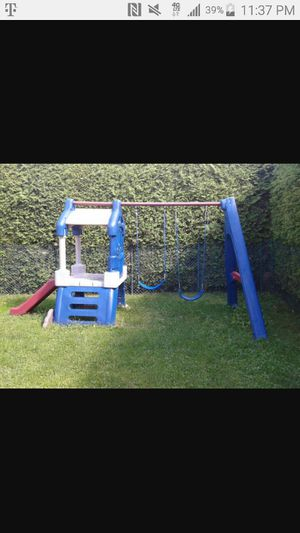 Little tikes swing set for Sale in Queens, NY
