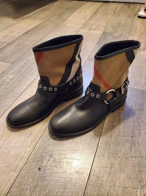Burberry boots sz 9 for Sale in Stockton, CA