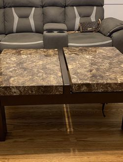 Ashley Furniture Lift-top Coffee Table for Sale in Chicago,  IL