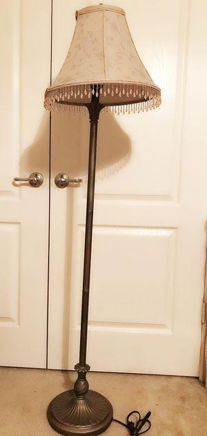 BROZE FLOOR LAMP for Sale in San Antonio, TX
