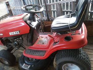Huskee Lawn Tractor LT 4200 for Sale in San Antonio, TX