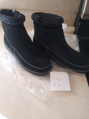 Size 8.5 womens black boots furlined for Sale in Willingboro, NJ