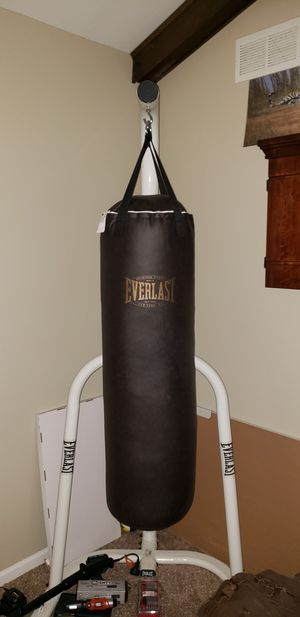 Everlast 100lb vintage punchbag with stand for Sale in Aurora, IL
