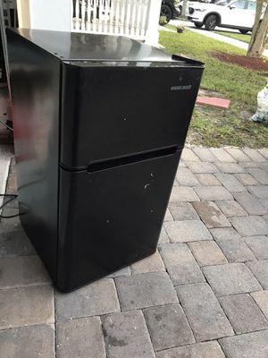 Mini Fridge freezer, black & decker, 3.3 cu ft for Sale in LAUD LAKES, FL