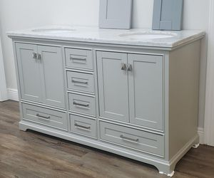 Gorgeous bathroom vanity for Sale in Fort Myers, FL