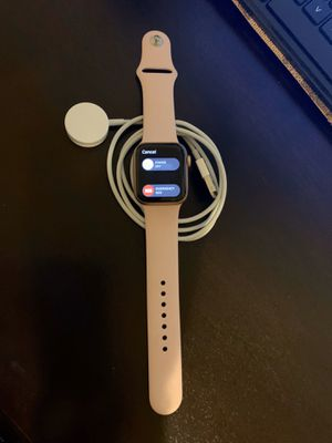 APPLE WATCH S5 40 MM GPS + LTE for Sale in Bell Gardens, CA