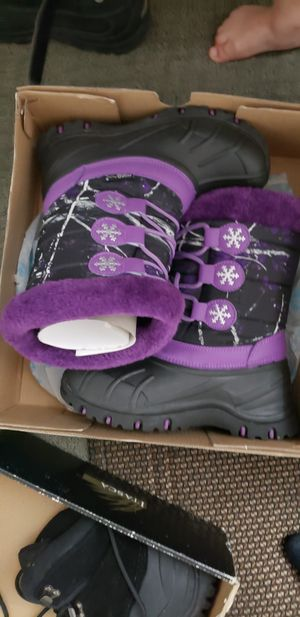 Like New Girls Snow Boots size 3 for Sale in Los Angeles, CA