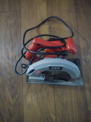Skil electric saw, like new only used once, works perfect Hablo español for Sale in Phoenix, AZ