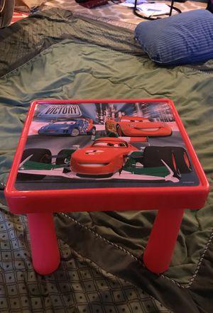 Small desk for kids for Sale in Dearborn, MI