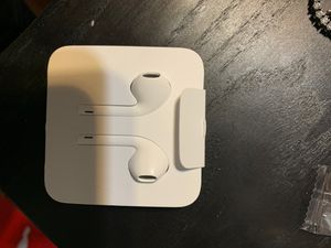 Apple wired head phones for Sale in Fort Washington, MD