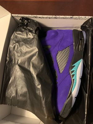 Air Jordan 5 retro grapes size 9.5 for Sale in Troy, MI