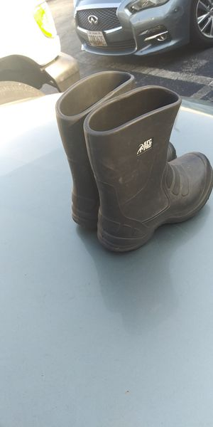 SFC pro work rain boots slip resisted size 6 for Sale in Hyattsville, MD