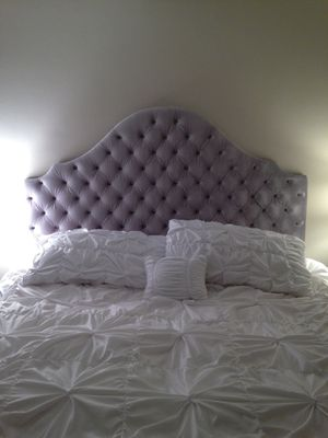Gray tufted headboard for Sale in Los Angeles, CA