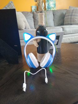 Cat Headphones. for Sale in Elyria, OH