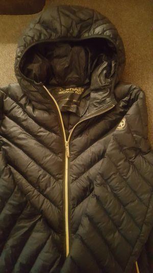 Michael Kors packable down filled coat P(L) for Sale in Detroit, MI