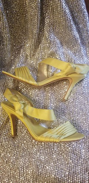 Niña yellow 7m satin heels for Sale in Tampa, FL