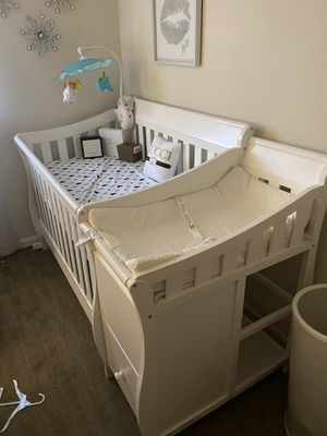 Baby crib and changing table for Sale in The Bronx, NY
