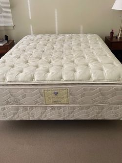 Queen Size Bed for Sale in Seattle,  WA