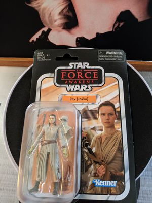 Star Wars The Vintage Collection Rey Jakku 3.75-Inch Action Figure and leader snoke for Sale in Upland, CA