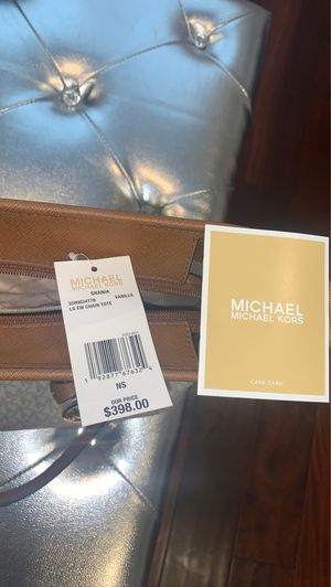 Michael Kors White Tote Purse for Sale in Whittier, CA
