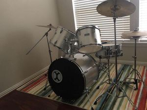 Drum set must go soon!! Slightly used, in great conditions, perfect for beginners. for Sale in Sugar Land, TX