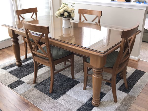 Pottery barn oak dining table with six chairs
