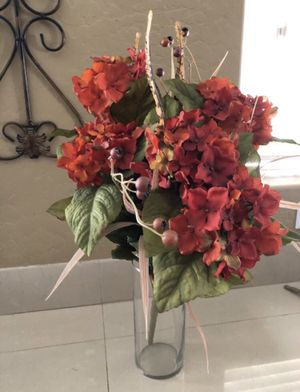 Artificial flower arrangement (vase not included) for Sale in Avondale, AZ