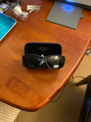Polarized unisex uv400 sunglasses with hard case for Sale in Charlotte, NC