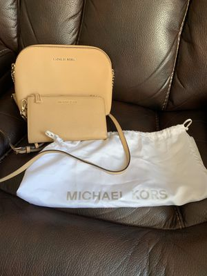 AUTHENTIC MICHEAL KORS SET for Sale in Buffalo, NY