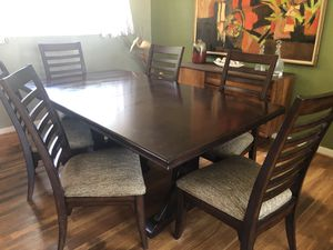 Thomasville Wanderlust Trestle Dining Table, 6 Chairs and Additional Extension Leaf for Sale in Virginia Beach, VA