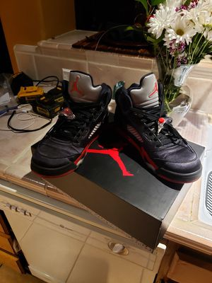 Jordan 5s Black/University Red for Sale in Elk Grove, CA