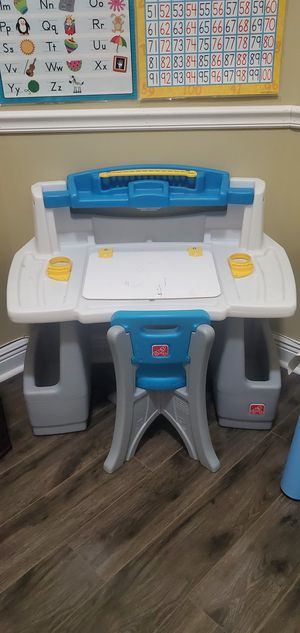Desk with Chair for Sale in VLG WELLINGTN, FL