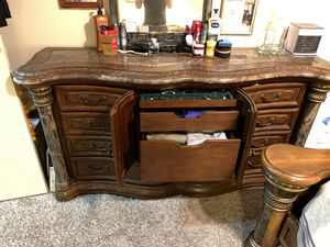 4 piece bedroom set for Sale in Temecula, CA