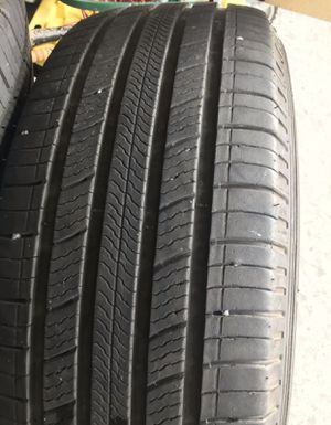 Tires MICHELIN 265/60/18 tires with only 7,000 miles for Sale in Everett, WA