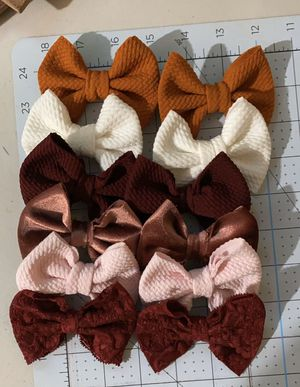 Piggy's bows and headwraps for Sale in Los Angeles, CA