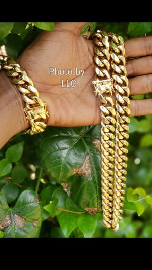 $230..16mm.....14k gold-plated Cuban link chain and bracelet..... Shipping is available 🛫✈️🛬 or I deliver 🚗🏍️💭💭 for Sale in Fort Lauderdale, FL