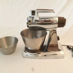Vintage Sunbeam Mixmaster Tabletop Mixer for Sale in Reed, KY