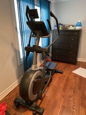 NordicTrack Elite 10.9i Elliptical for Sale in Passaic, NJ