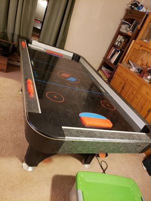 Air hockey table for Sale in Ravenna, OH