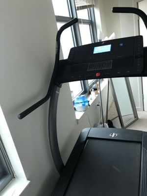NordicTrack x7i interactive incline trainer treadmill for Sale in Chicago, IL
