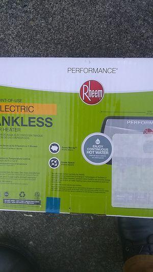 Rheem tankless water heater for Sale in Seattle, WA