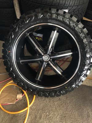 22 inch U2 wheels and MT tires (Mud) 6x139.7 Espanol/English for Sale in Chicago, IL