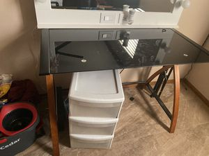 COMPUTER DESK IN GOOD CONDITION for Sale in Pomona, CA