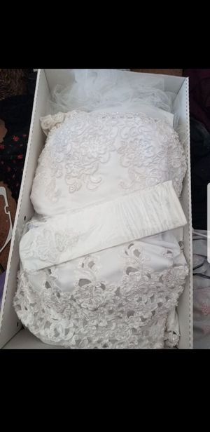 New David's Bridal Wedding dress in box size 20 MAKE OFFER pick up only for Sale in Las Vegas, NV