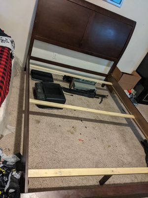 Queen size bed frame for Sale in Riverside, CA