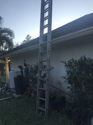 28 ft extension ladder aluminum for $200. for Sale in Loxahatchee, FL