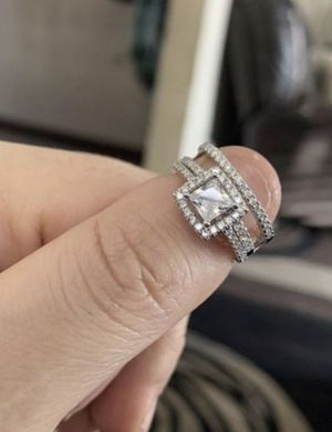 Sterling sliver 925 weddings ring set size 7 for Sale in Dearborn, MI